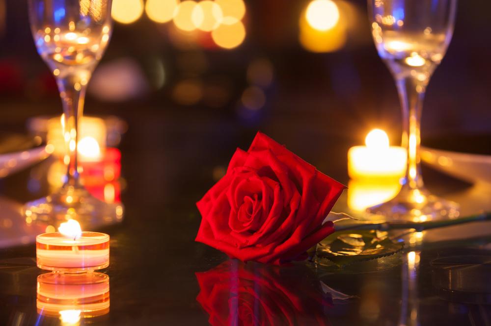 浪漫晚餐的烛光与资本市场的波动